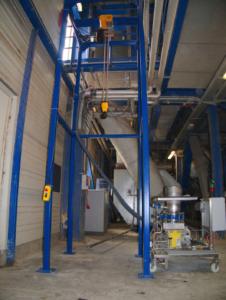 BIG BAG Aufnahme und Entleerstation aus Vierkantrohr 1400x1400x4500 mit elektrischem Kettenzug für 1.200 kg